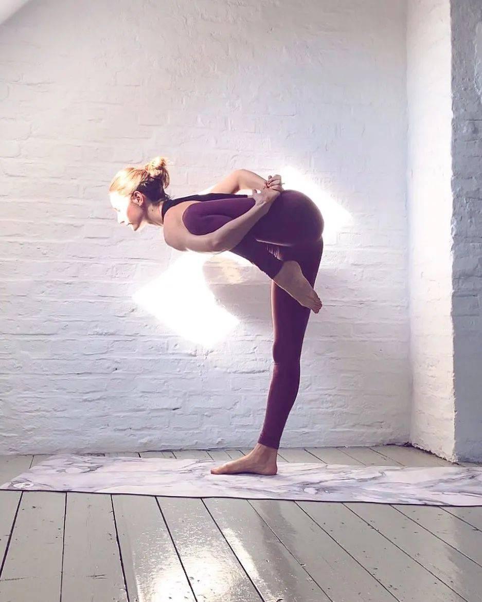 秋冬季节练瑜伽,这样热身更有效!_屈向