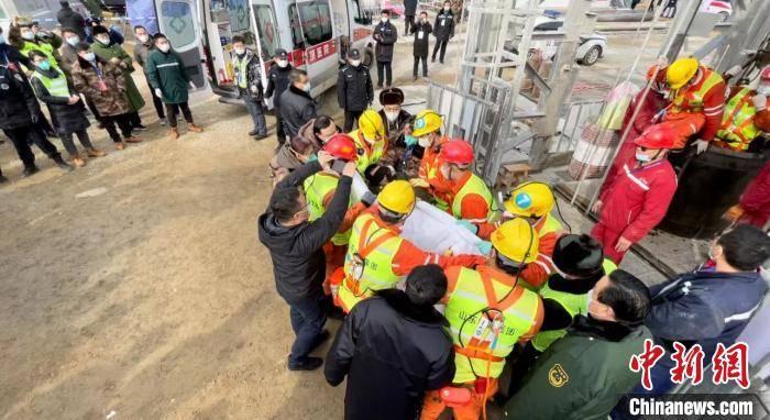 11名矿工在山东栖霞金矿爆炸14天后升井 仍有10人失联