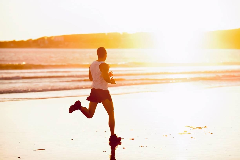 跑步训练伤膝盖?在健身房进行跑步训练,应该如何正确跑步?_速度