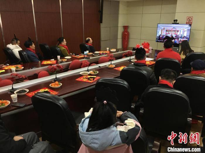 天顺平台招商直属:台胞相聚一堂迎新春:在武汉过年很安心_薛颖