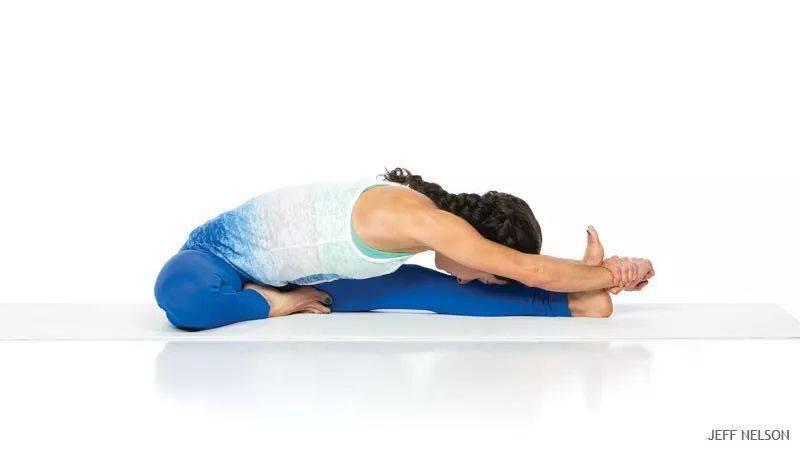 6 个动作让你瑜伽前屈,轻松手抓到脚趾!