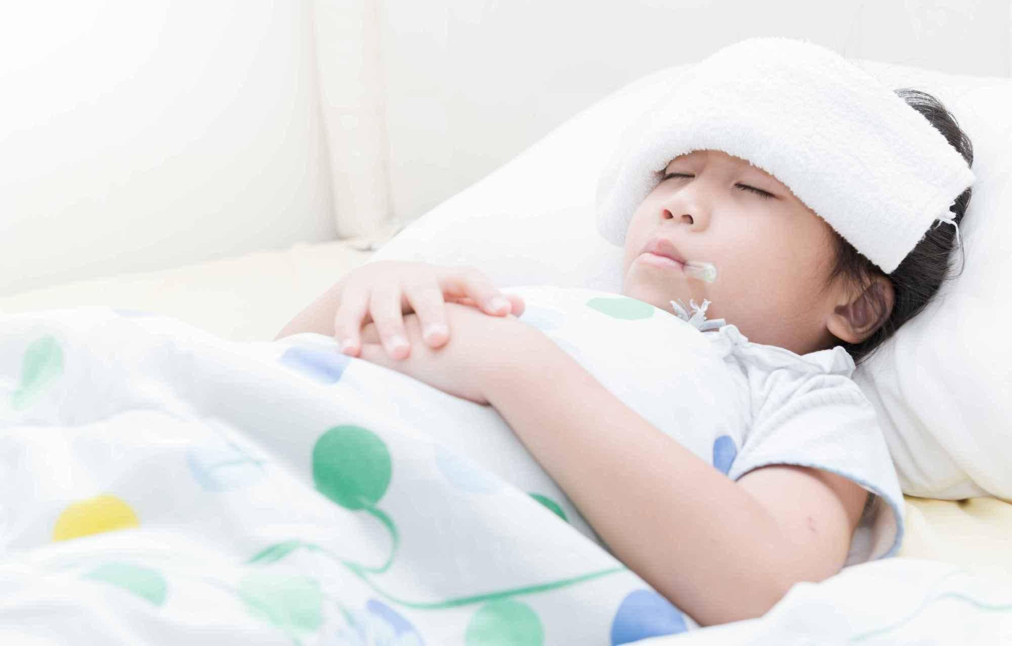 早晚温差大,孩子感冒发烧怎么办?  2岁宝宝发烧39度小妙招