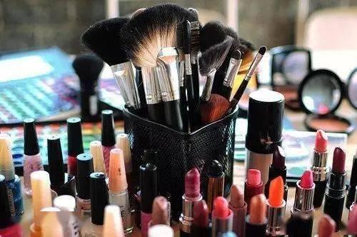 化妆品要不要买成套?去化妆专柜前先看看这些吧!