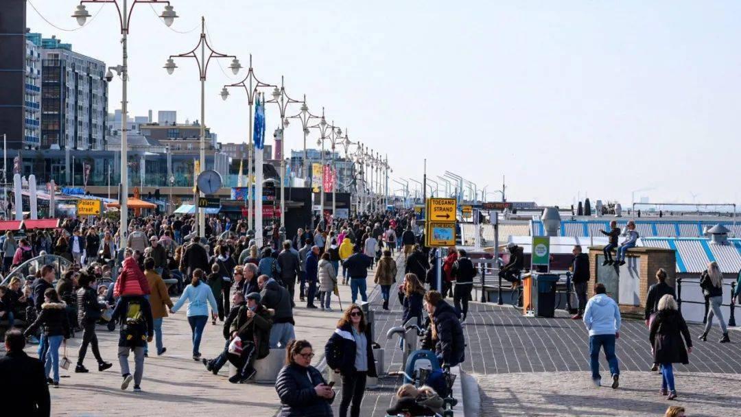 荷兰史上最热2月21日,民众纷纷出游,疫情措施呢?