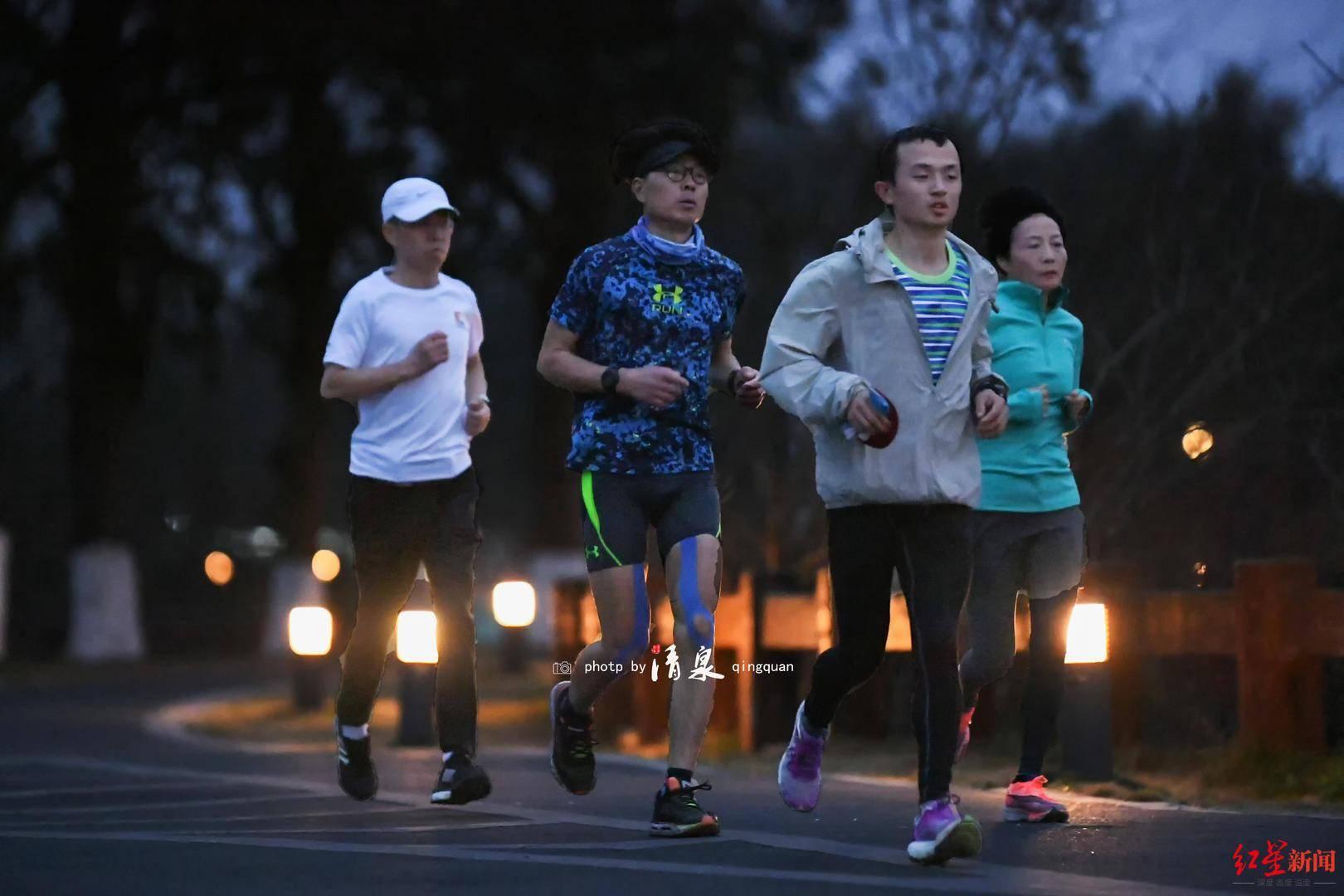 """三天三夜跑了500公里!成都跑友圈五旬""""大神""""完成极限超跑挑战"""