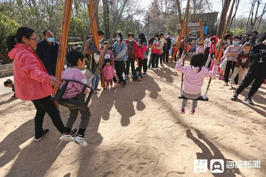 济南:春到泉城 五龙潭公园景观吸引游人