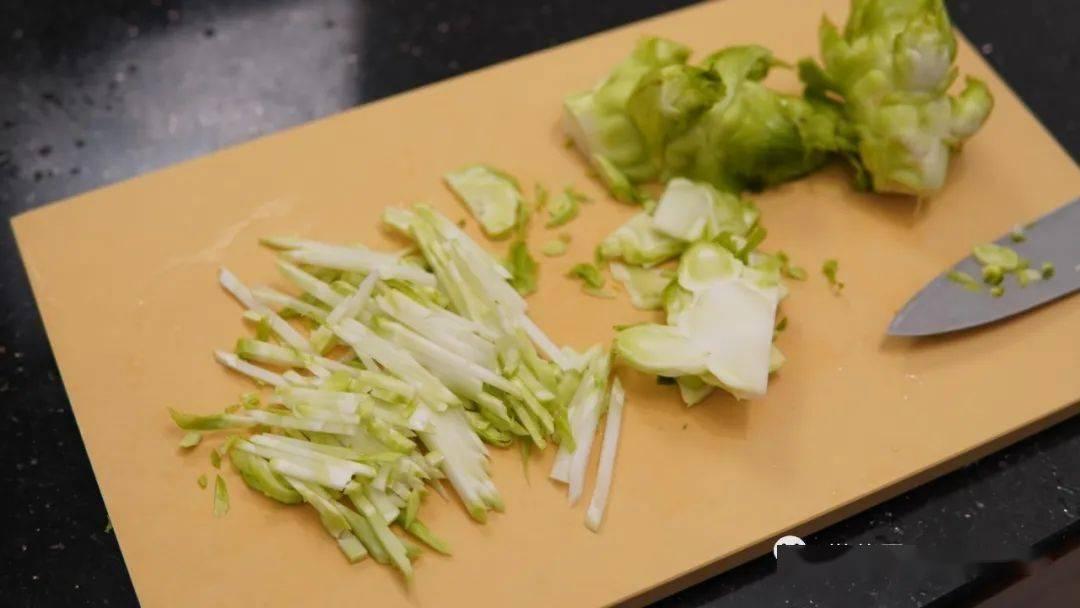 小奶锅|看题图就感觉能瘦的一份拌菜。