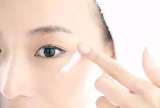 皮肤补水和不补水,是5-10岁的差别!