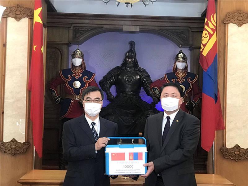 中国军队援助蒙古国军队新冠肺炎疫苗交接仪式举行