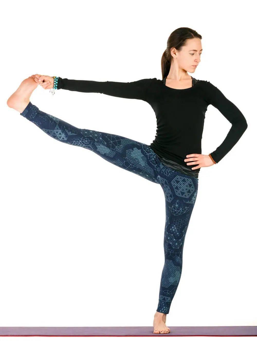 @瑜伽人:意外跌倒也能保持优雅的小序列..._左腿