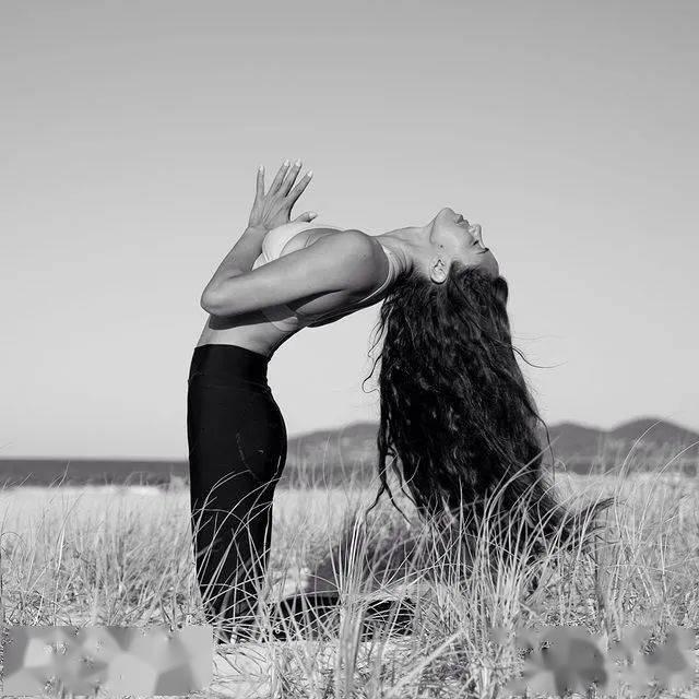 揭秘瑜伽人保持快乐的10个秘诀_冥想
