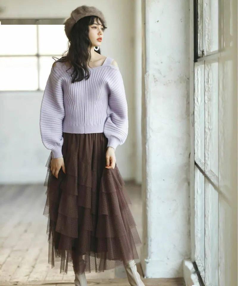 潮搭汇丨00年生日本加拿大混血模特 爱花的春日复古风