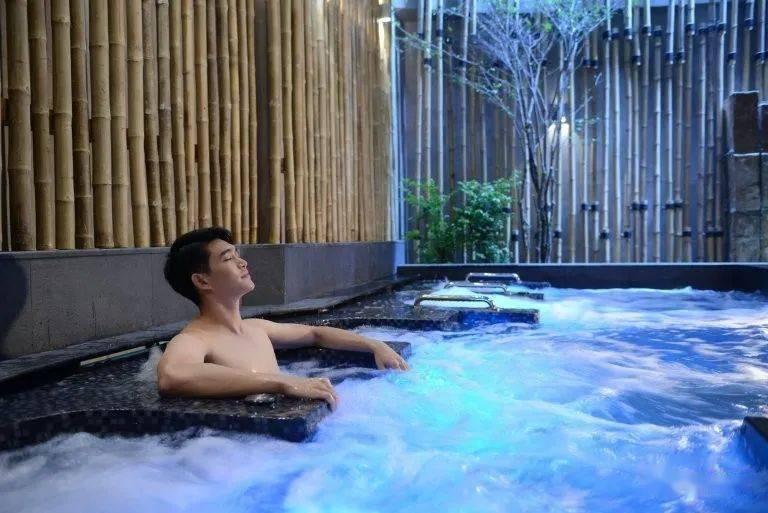 曼谷温泉水疗馆在歇业数月后恢复营业