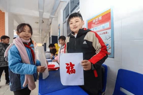 """领新书、抽红包、猜灯谜……长沙多所学校迎接小""""神兽""""快乐归笼"""