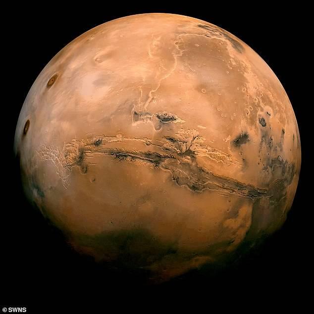 火星赤道附近惊现积雪融化流向沟壑,这里最可能找到外星生命