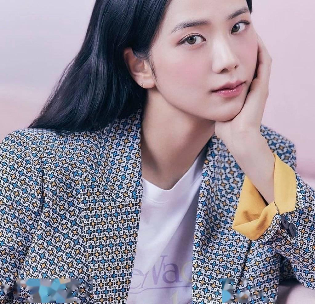 智秀成为新缪斯之后,该品牌被视为2021 SS时尚界的潮流之一