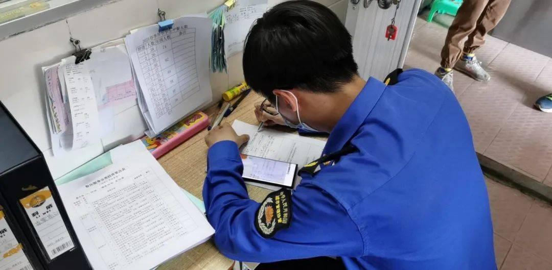 护航开学季,关注食品安全——华洲市场监管所开展学校及校园周边食品安全联合专项整治行动