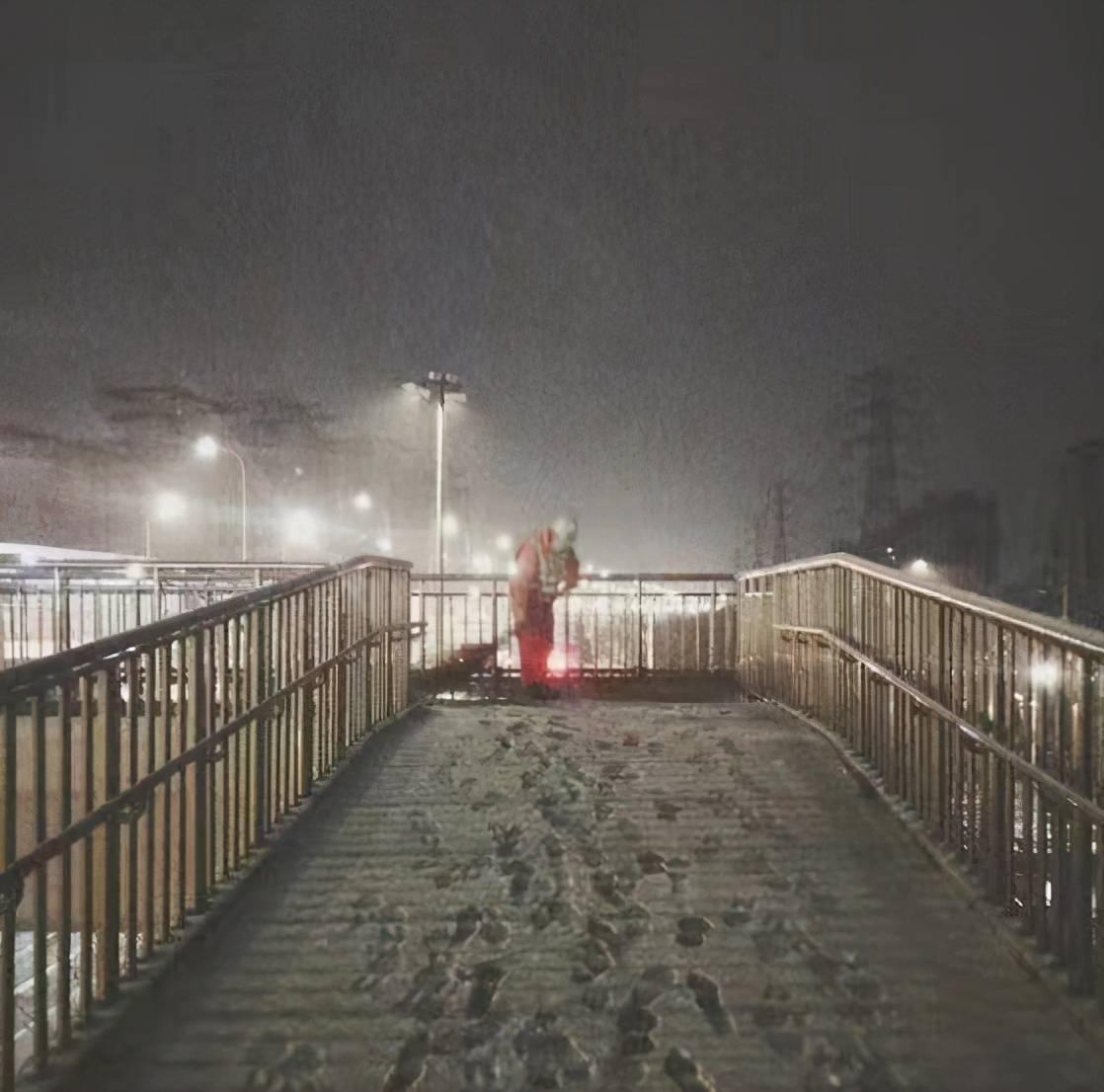 目前北京道路通行条件良好,未出现积雪结冰现象