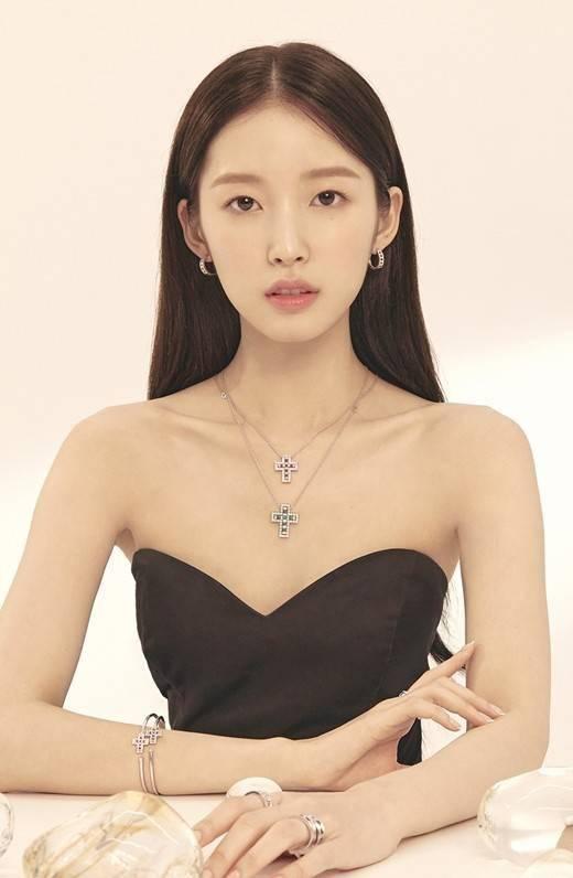 [星闻]OH MY GIRL Arin,美貌是珠宝