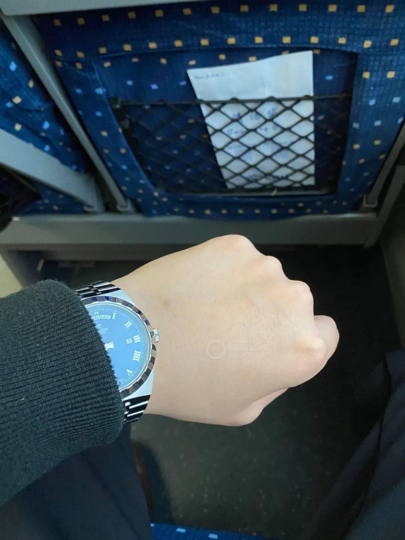 喜欢这抹深邃的蓝 入手帝舵皇家41蓝盘