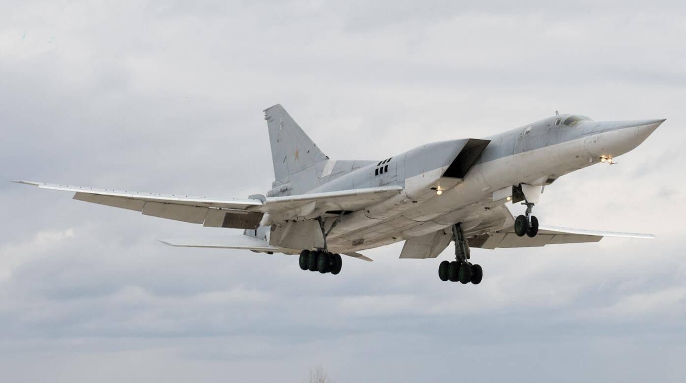 图-22M3轰炸机地面意外弹射,3人死亡