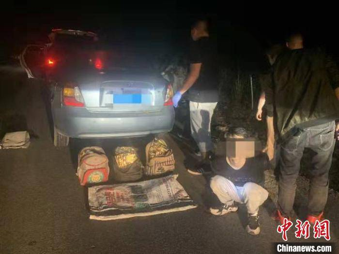 云南两地方警察协同查获一起超大运送毒品案查获冰毒23