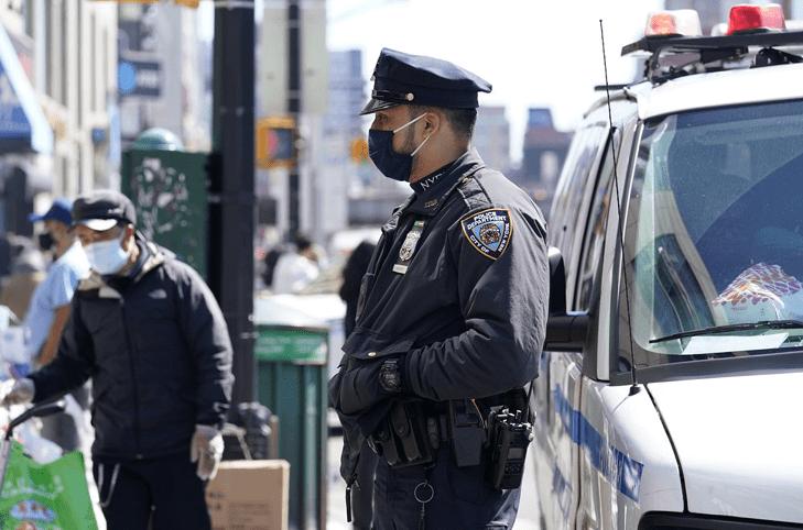 纽约65岁亚裔女性受袭案嫌疑人被捕,其身份为弑母假释犯