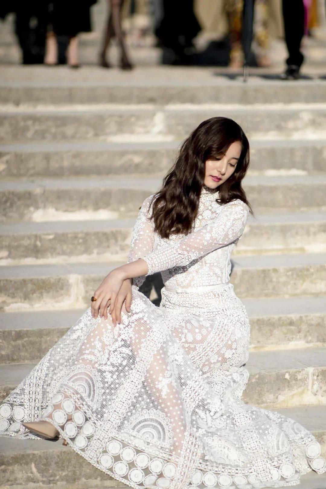 穿司藤的小白裙踏青,赢了!