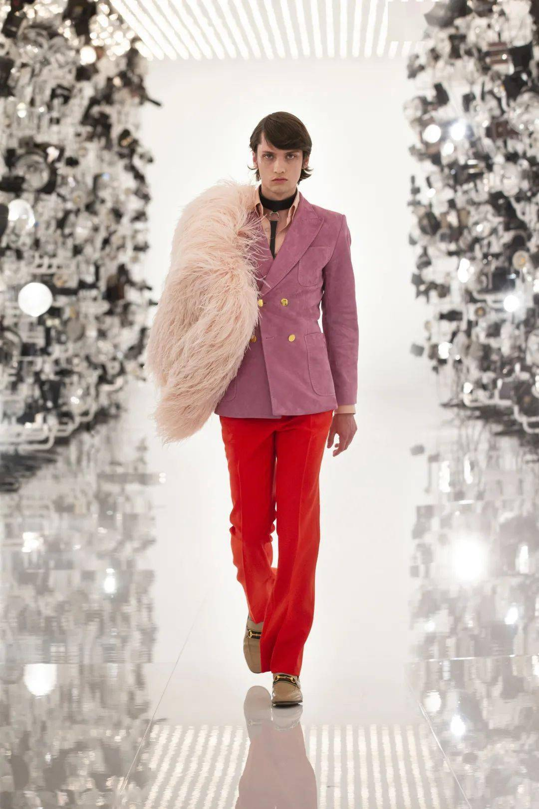 100岁的Gucci(古驰)联手Balenciaga(巴黎世纪)一起来掏空你的钱包!