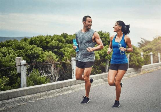 早晨空腹有氧训练是否正确?其中的利弊可以从这两个角度帮你分析_健身