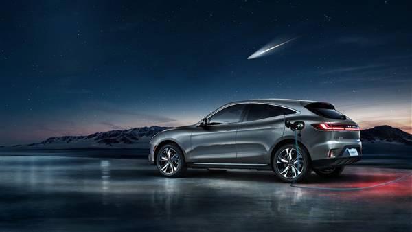动力可与超级竞赛媲美!华为发布首款汽车Cyrus SF5,华为智能选型