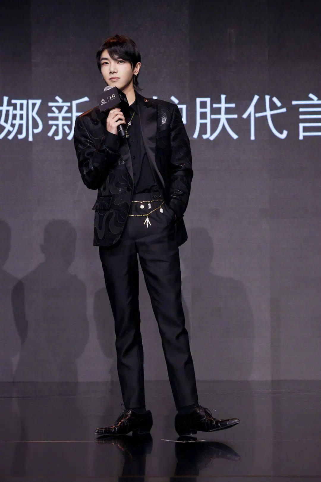 范丞丞现身Givenchy限时店,Max Mara携手秦海璐李小冉演绎非凡女性力量