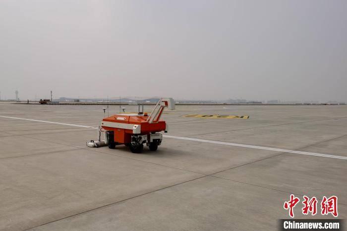 打造智慧机场 西藏投用机场道面自动检测系统