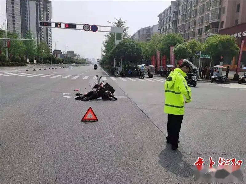 云集大道交通事故判定:摩托车全责!