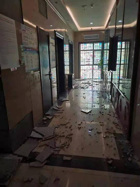 青海玛多县城房屋外墙部分脱落、轻微开裂 5人轻伤