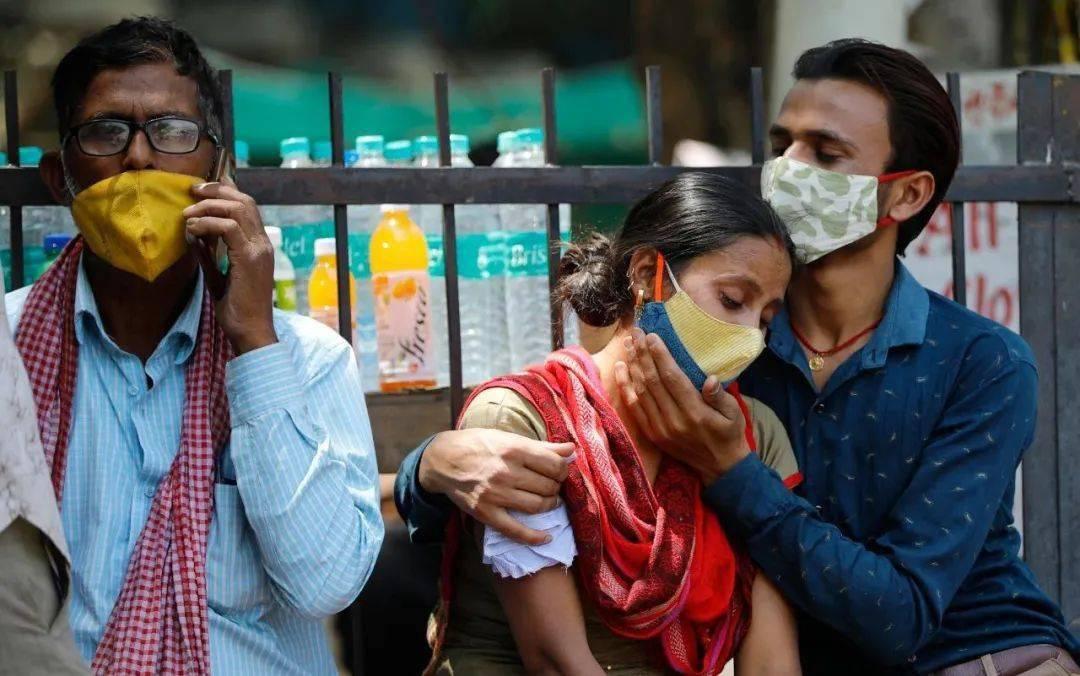 鸿图2注册日增确诊病例仍达10万,印度冒险解封留下三大隐患(图1)