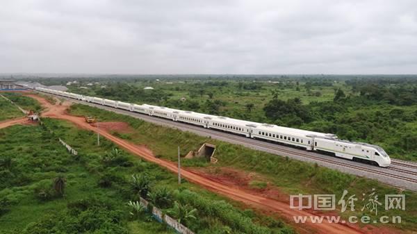 中企承建的非洲最长双线标准轨铁路开通商业运营