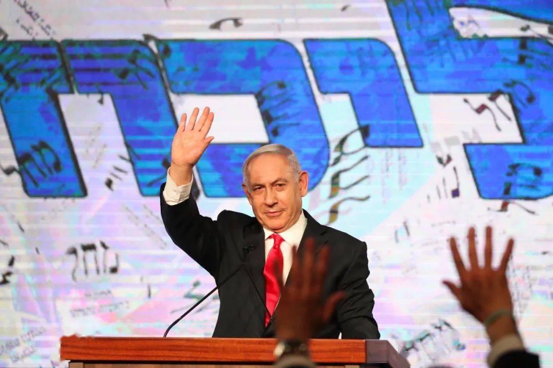 """60:59惊险通过!以色列新总理是内塔尼亚胡的""""徒"""
