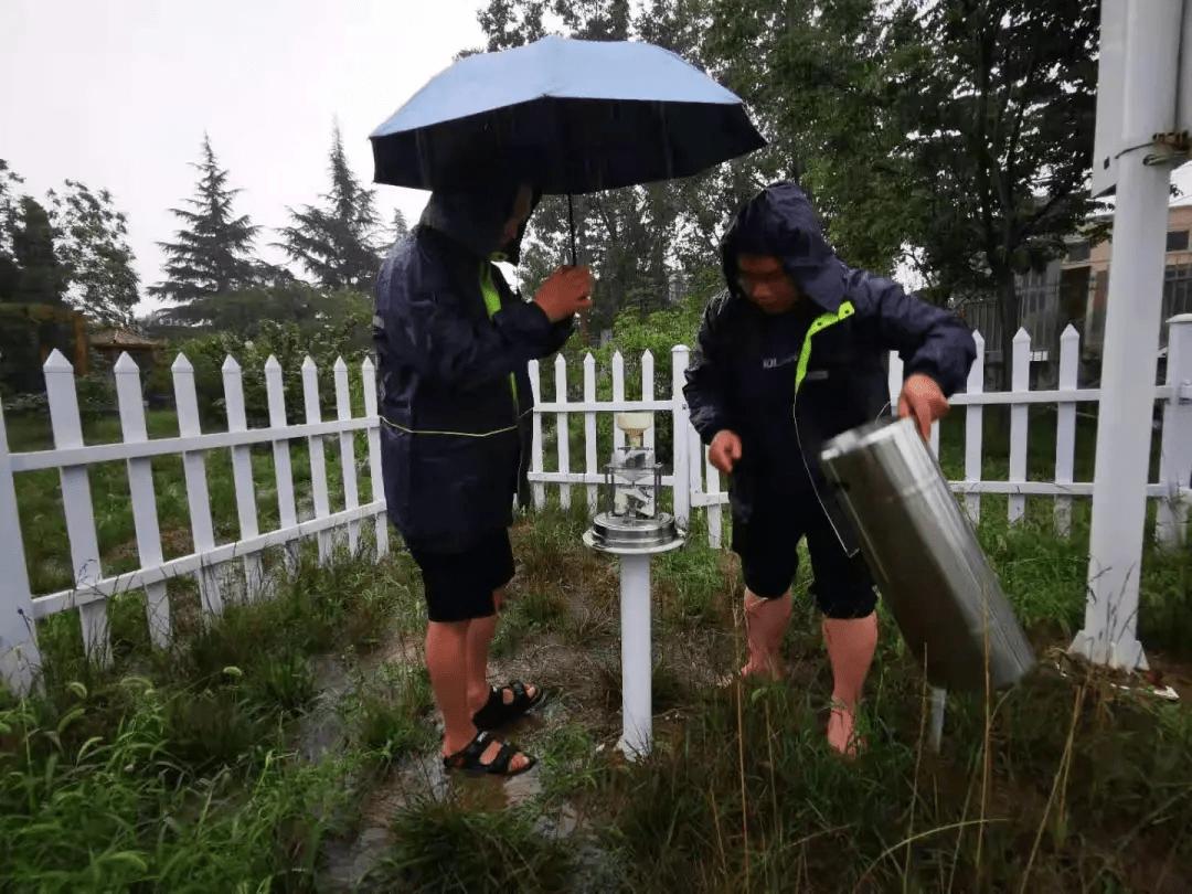 """被洪水""""冲跑""""的气象局长 到底经历了什么?-家庭网"""
