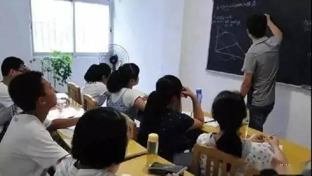"""高三学生精心""""设局"""",特级教师""""中枪""""后被迫辞职......"""