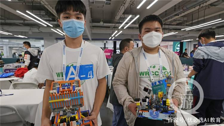 厉害了!重庆两名中学生获世界机器人大赛一等奖