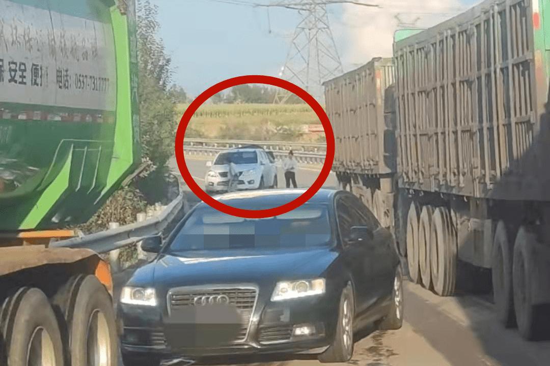 山西高速交警:停车换人有蹊跷 无证驾驶现原形 | 违法曝光台