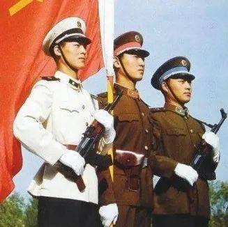 """百年瞬间丨我军正式使用""""中国人民解放军""""称谓"""