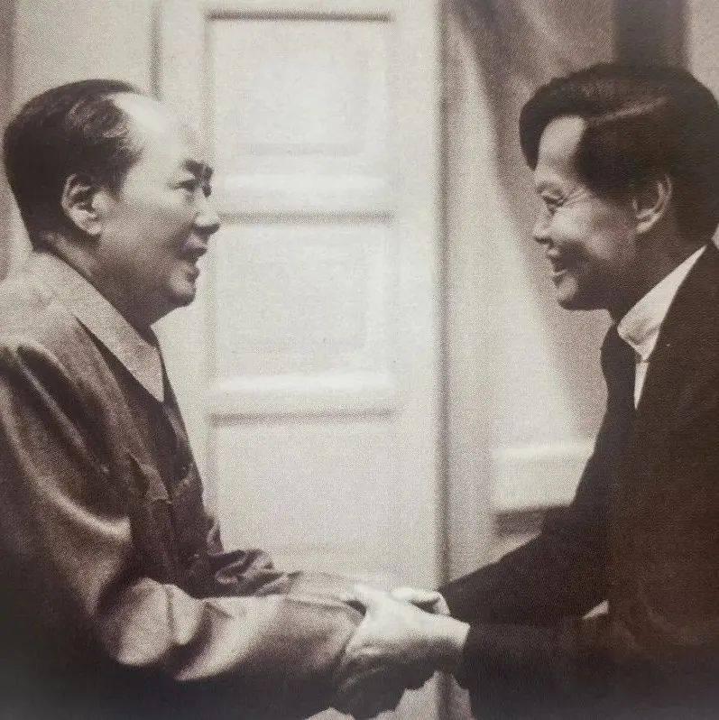传奇杨振宁,西南联大学生,与爱因斯坦同事