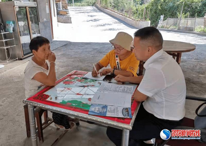 洞口县委统战部到驻点村开展平安创建工作