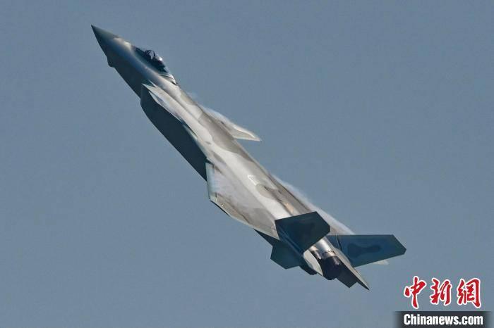 """珠海航展上""""20家族""""受热捧:展现中国航空科技"""