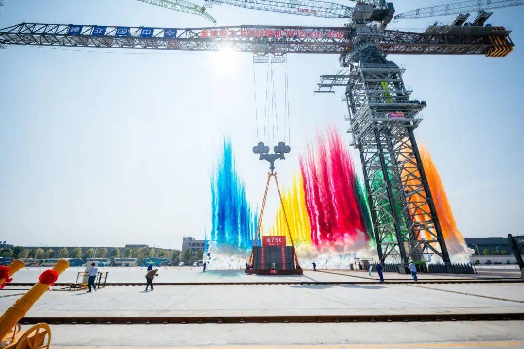 中联重科发布全球最大上回转塔机:起重重量达 450 吨